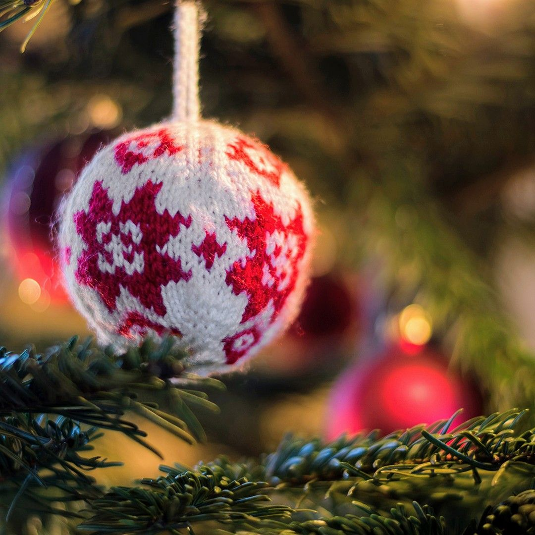 Photo of Chi sta già lavorando a Natale? Noi siamo! . #christmas #knitting #yarn #craft …