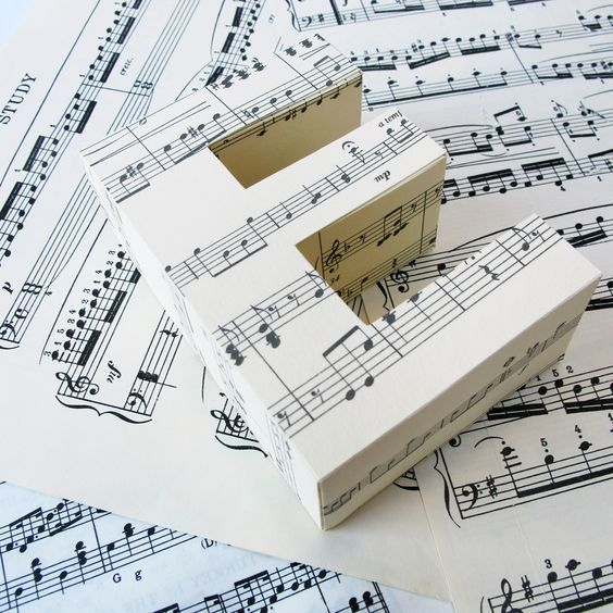 30 Musical Notes & Keyboard Wedding Theme Ideas #musicdecor
