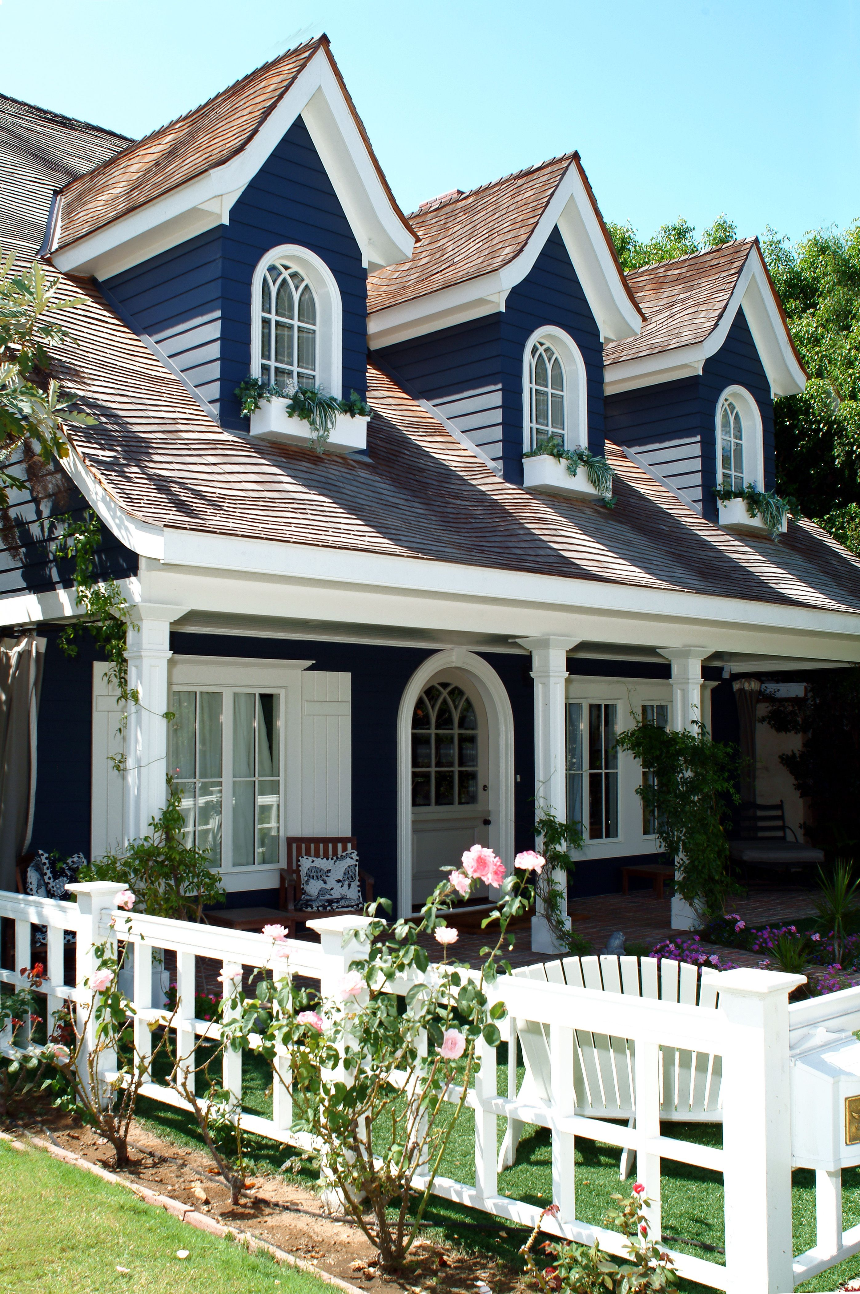 Cape Cod House Colors : house, colors, Feeling, Inspired, Gallery?, Makeover, Moulding., Premiu…, House, Exterior,, Colors,, Exterior, Colors