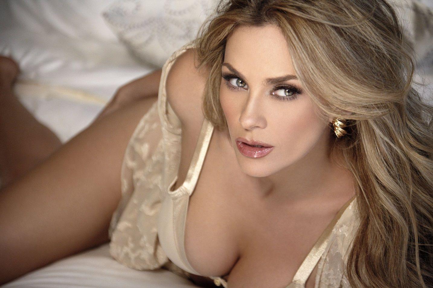Huge tits blonde anal sex