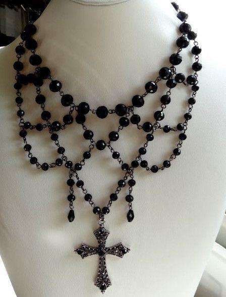 Vintage style necklace with rhinestone cross Riipus vanhahtava risti koristekivillä - Helmien talo