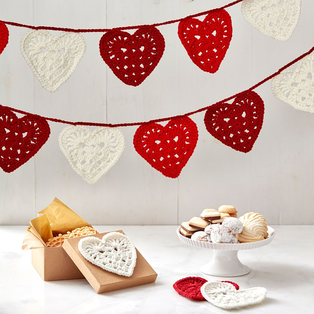 Crochet a pretty heart to attach to a card, package, even make into ...