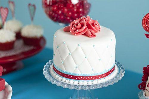 طريقة عمل عجينة السكر الرائعة لتزيين الكيك Birthday Cake Pinterest Cupcake Cakes Fondant Cakes
