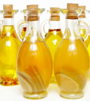 Olio al limone.  La ricetta completa su http://www.culturaincucina.it/olio-al-limone/
