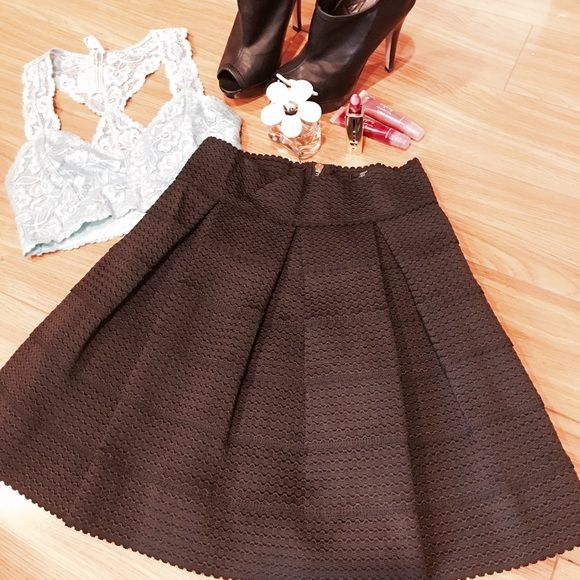 Elegant black bandage Skater NWOT Super cute, feminine, and sophisticated. Stretchy waistband. Gold zipper. Combine with a denim top or lace top for that special night! Honey Punch Skirts Circle & Skater
