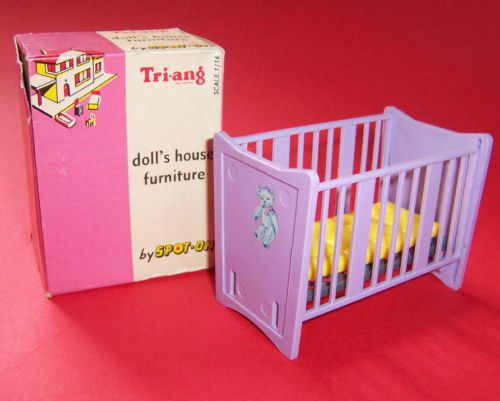 VINTAGE DOLLS HOUSE TRIANG SPOT ON PEDIGREE COT BOXED   eBay