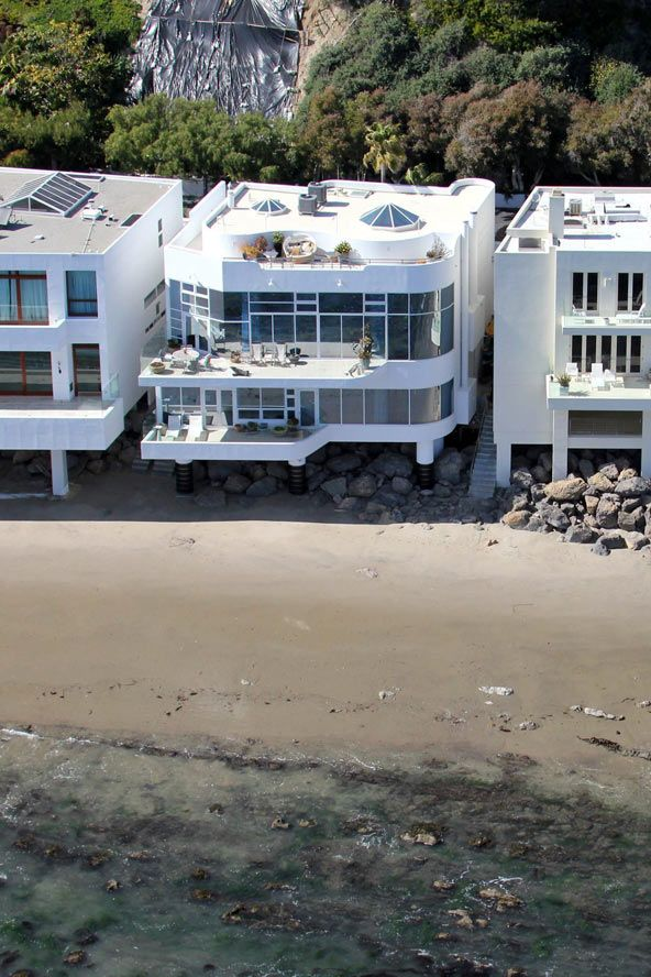 The Jaw Dropping Celebrity Homes We Wish We Were Isolating In Celebrity Houses Malibu Homes Luxury Homes Dream Houses