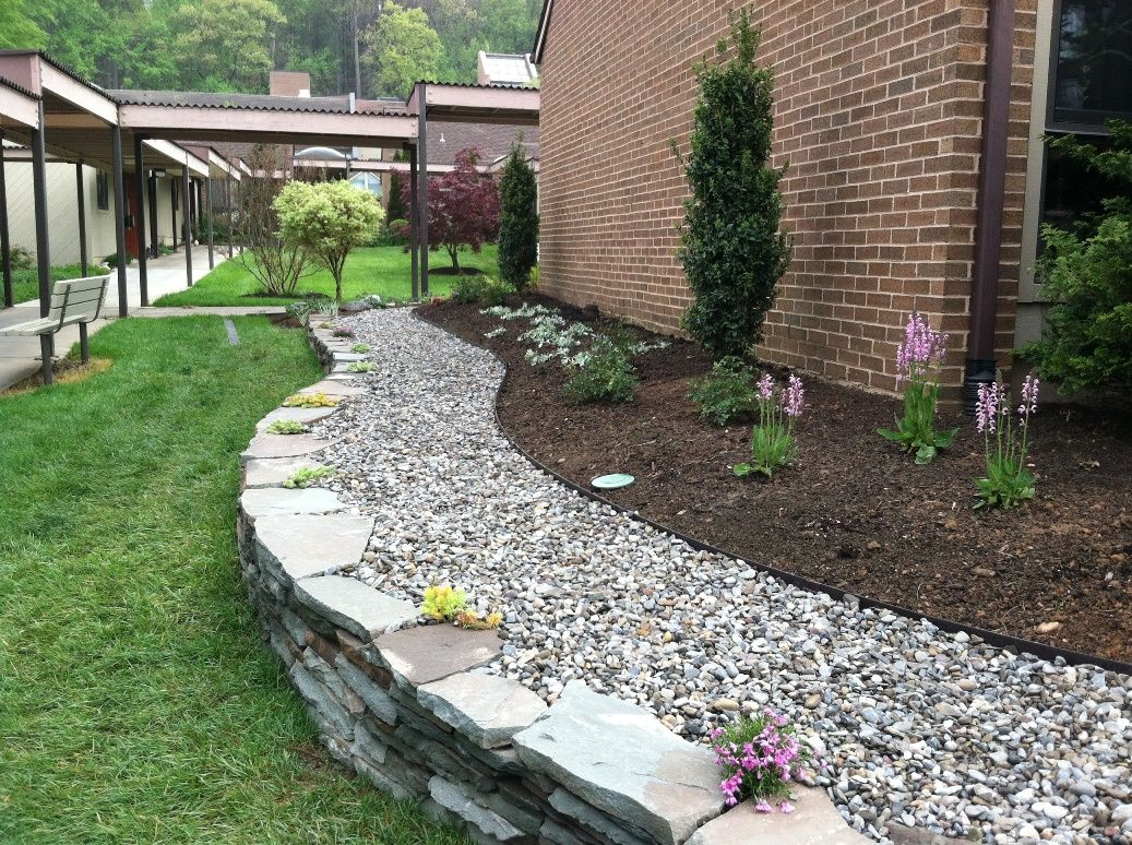 Brown soil and white rocks garden garden designs for Stone landscaping ideas