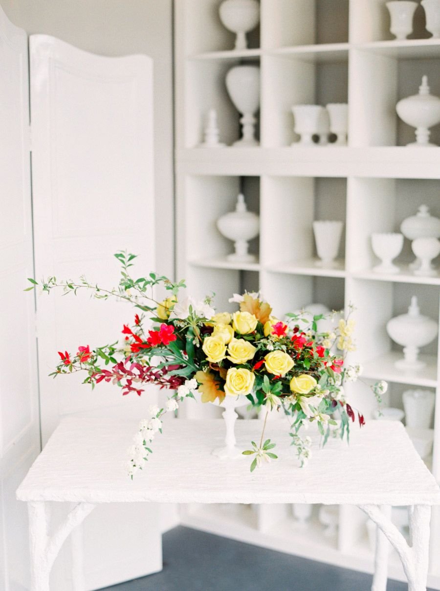 The Frugal Host\'s Guide to a Gorgeous Centerpiece | Yellow roses ...