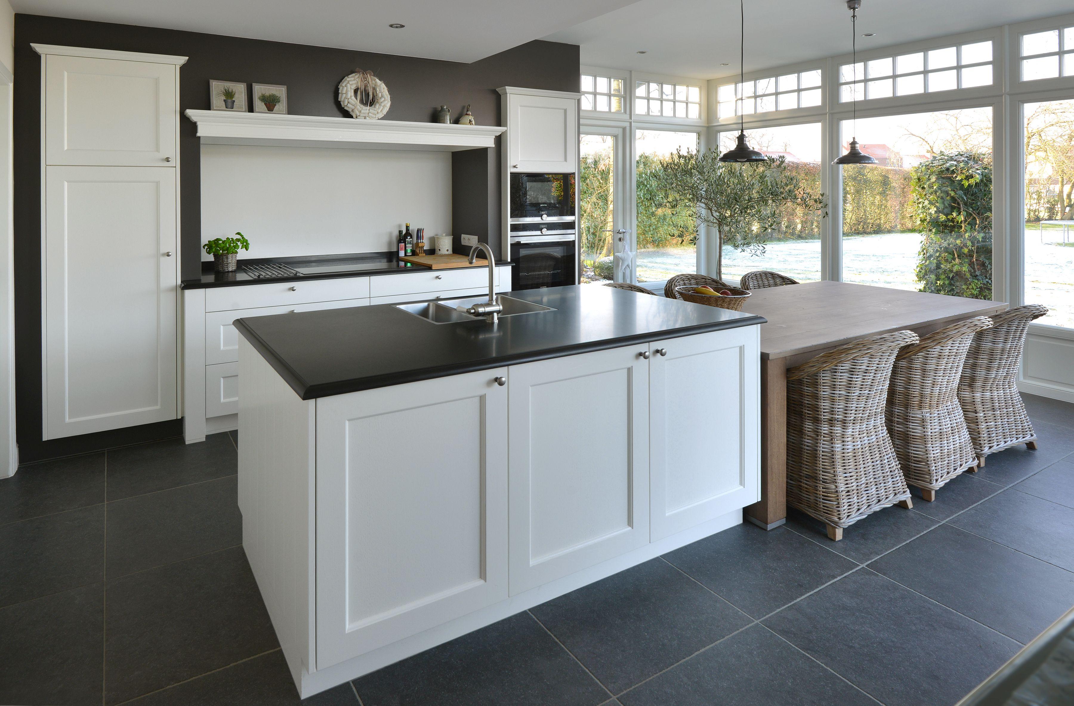 Groene kleur op de muur interieur meubilair idee n - Meubilair zwarte keuken lak ...