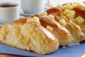 Pão com Creme de Abacaxi e Coco