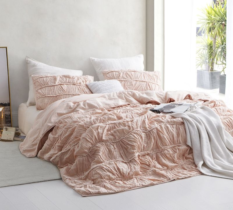 Motley Texture oversized King Comforter Pink   Comfortable bed