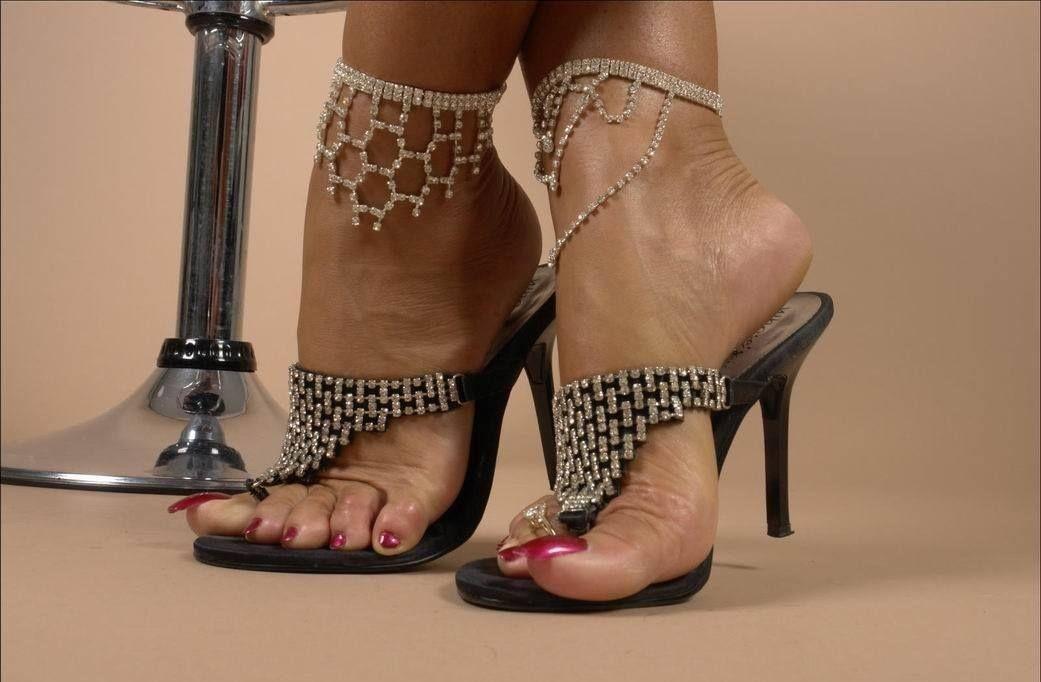 Lady gaga's sexy feet and nude legs in hot high heels