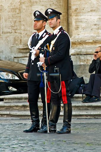 Carabinieri Italy The Best Looking Policemen And Women In The World 制服 男子 ファッションアイデア 軍服