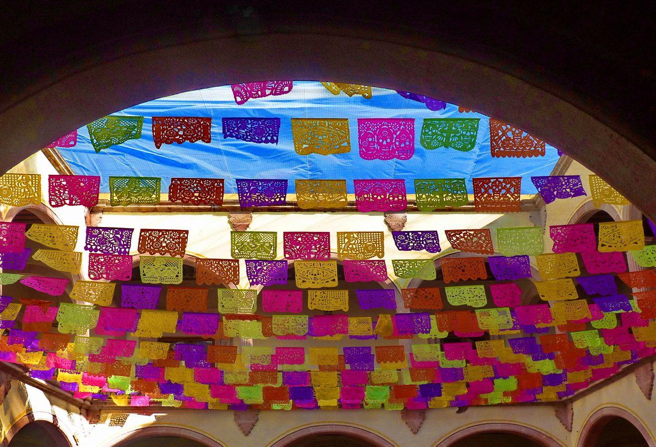 Fiesta Mexicana, papel picado