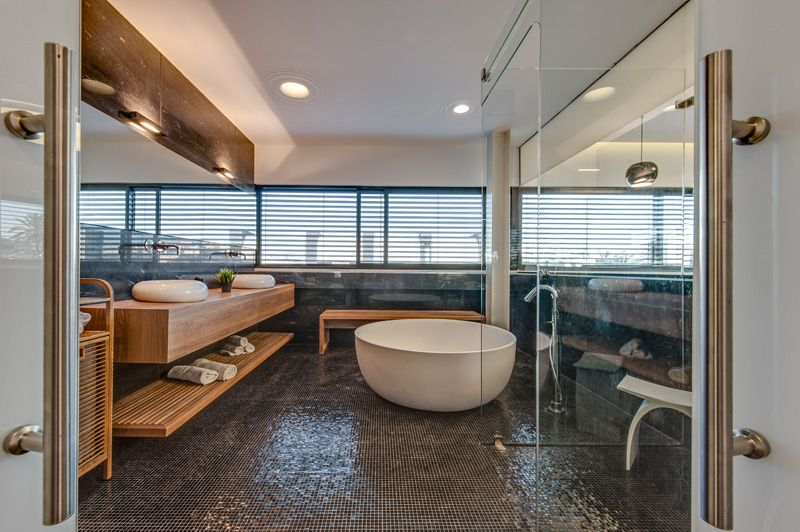 9 Relaxing Bathrooms That Feature A Circular Tub