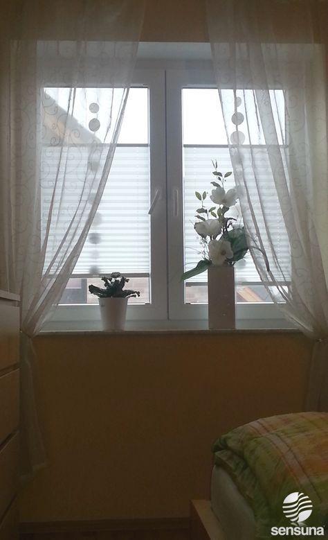 sensuna® Plissee Gardinen am Schlafzimmer Fenster