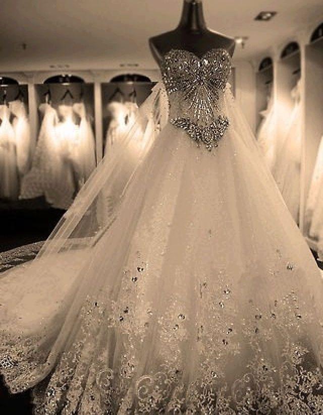 Gorgeous wedding dress!