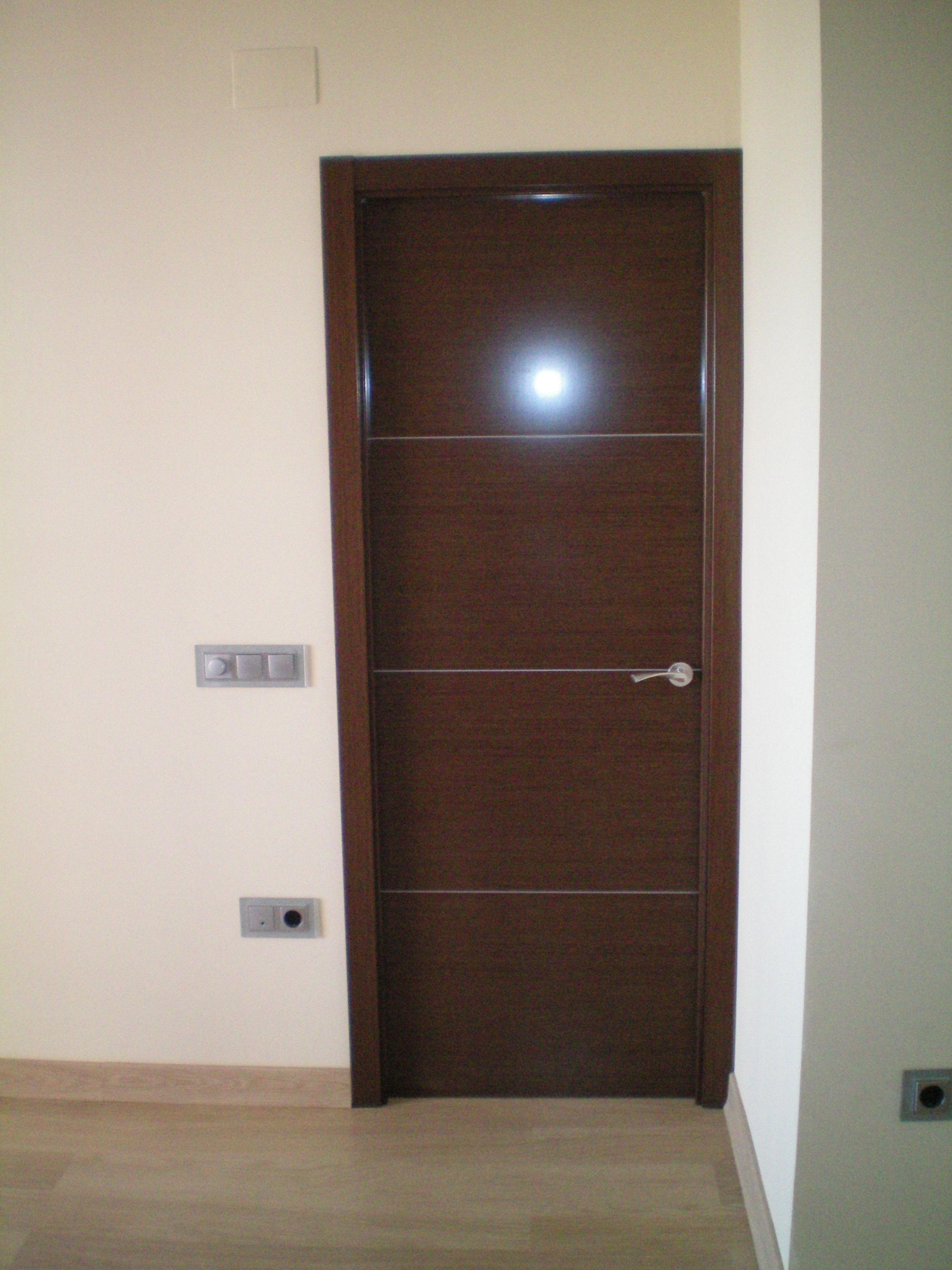 Cm12 wengu detalle greca en pvc puertas madera natural for Porte 10 rajeb