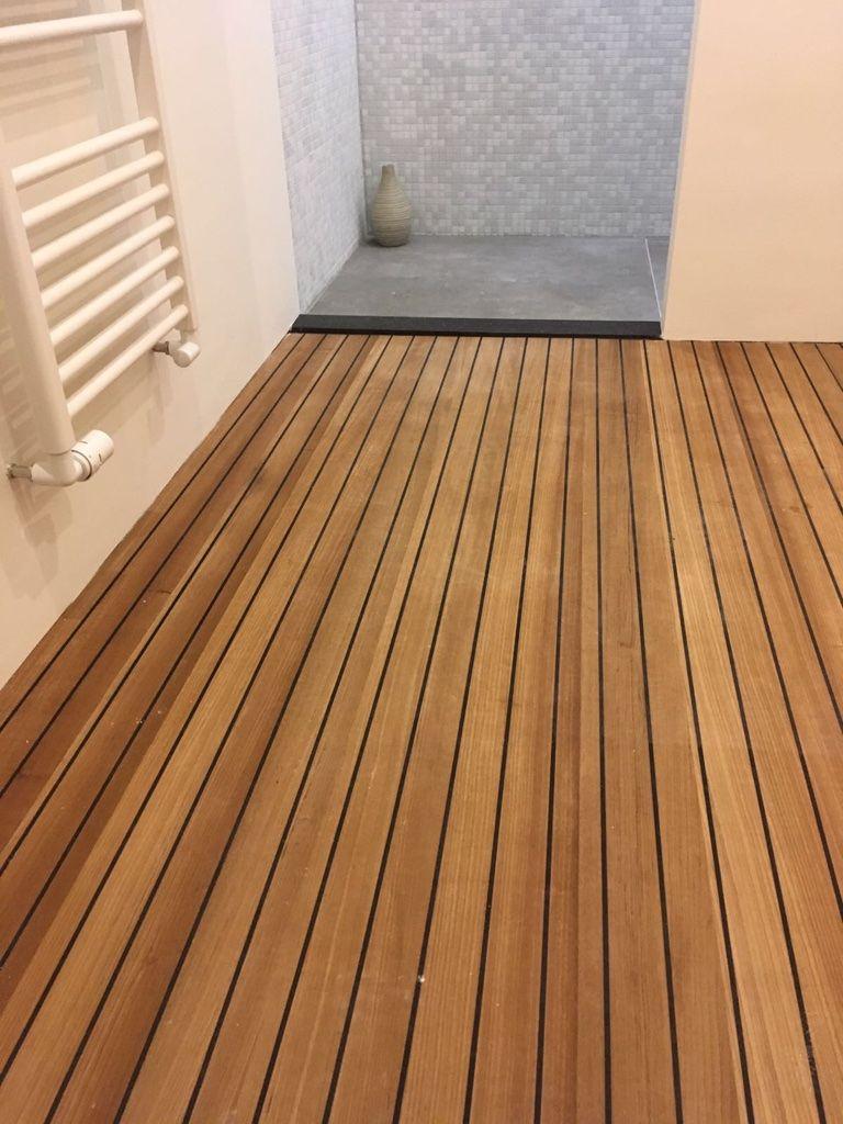 Teak gefineerde panelen, voor in de badkamer. Vakkundig gelegd door ...