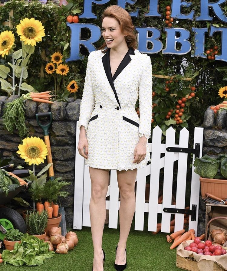 daisy ridley at the peter rabbit premiere!! so pretty!!