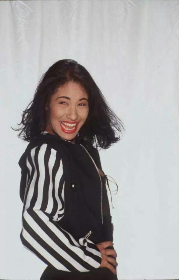 Entre a mi Mundo cover photoshoot | Selena ¡Vive ...