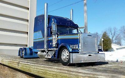 Custom built 1/32 scale Freightliner Classic   My trucks for
