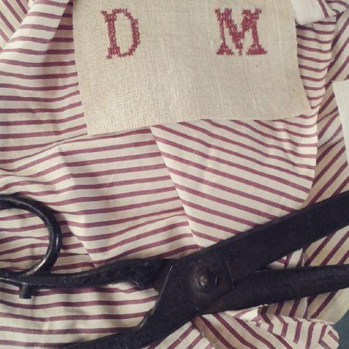 Making of #sewing #embroideries #tessiliantichi #textilework  #antichitá  #bag #textile  #atelier