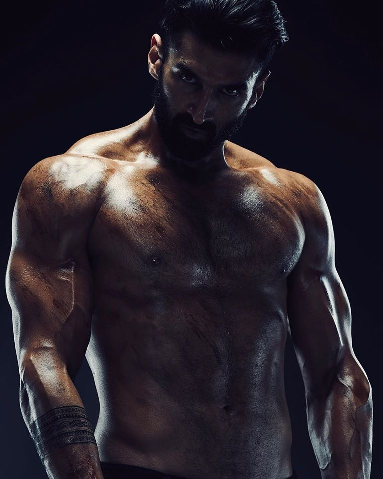 Aditya Roy Kapur Has Gone Full Beast Mode We Are Absolutely Lovin It B2h B2hoslo Bollywooditwithhollywood B2hevent In 2020 Roy Kapoor Actor Photo Gym Wear Men