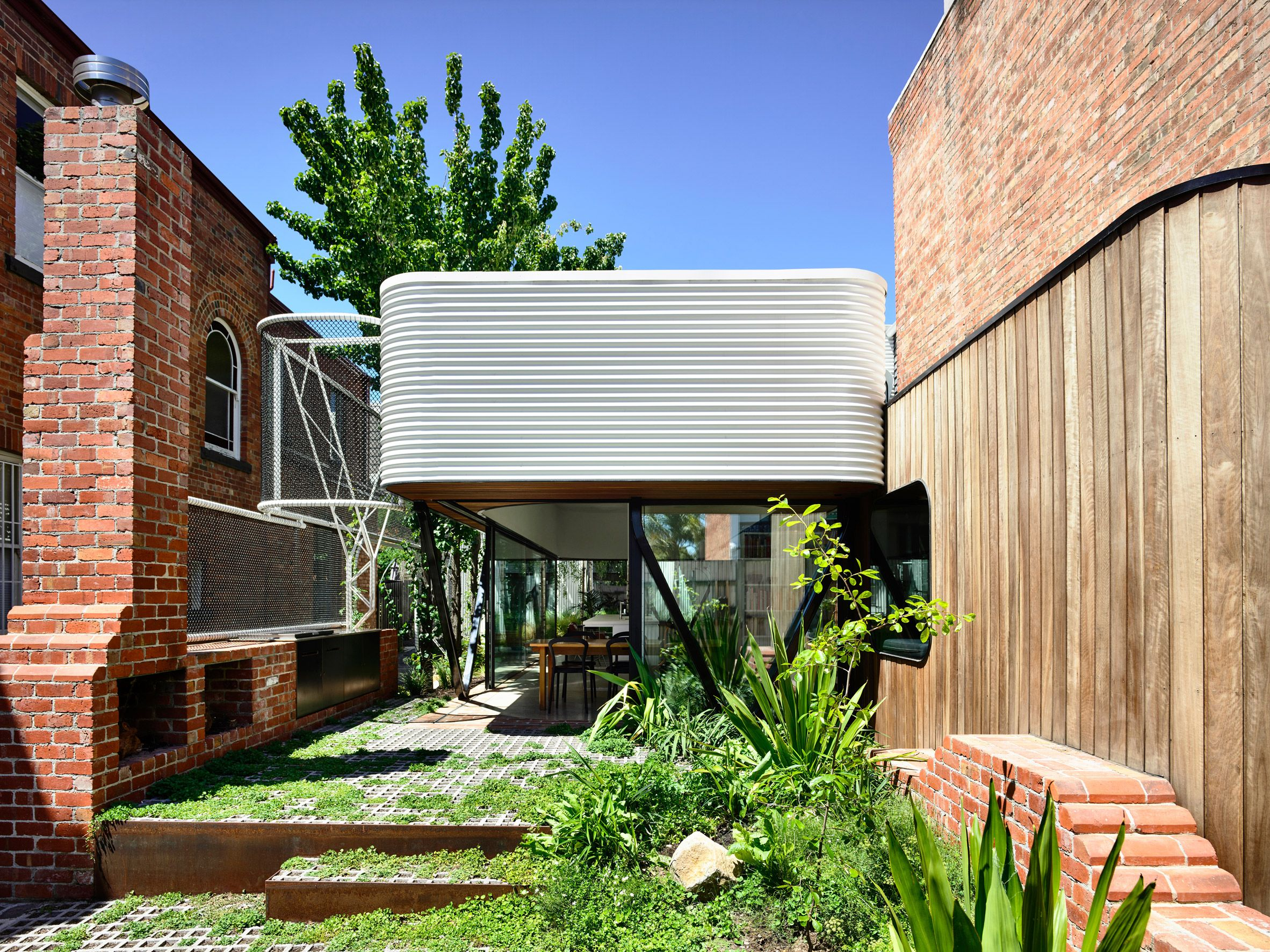 The Family Asked Locally Based Austin Maynard Architects To Extend The House Onto A Neighbouring And Previously Separate P Architect Terrace House Architecture