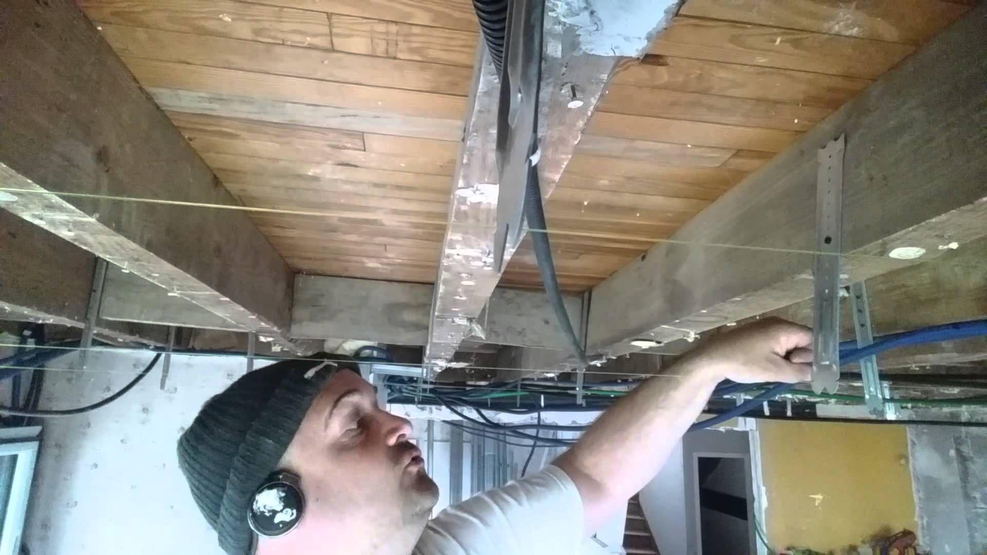Faux Plafond Suspendu En Dalles Isolantes faire faux plafond placo sous plancher bois , la pose des