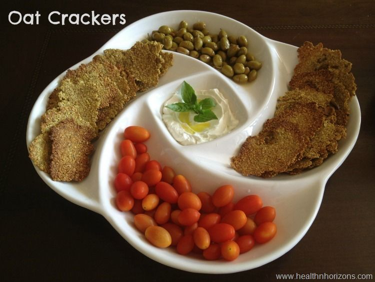 Oat crackers with Zaatar and turmeric, perfect as finger food with labneh or white cheese