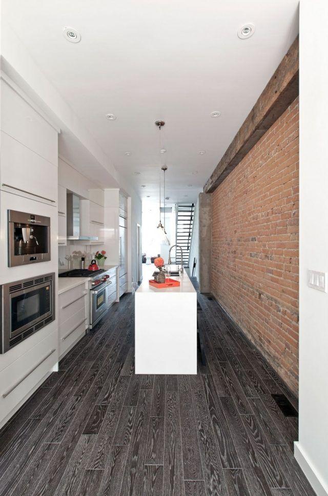 Küchenblock Modern Weiß Kochinsel Boden Laminat Schwarz Wand Ziegel