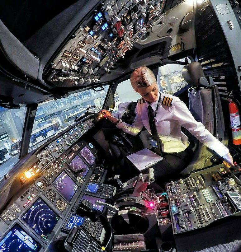 Pin By Mali Durano On Ideas Astrocosmos Female Pilot Cockpit Pilot