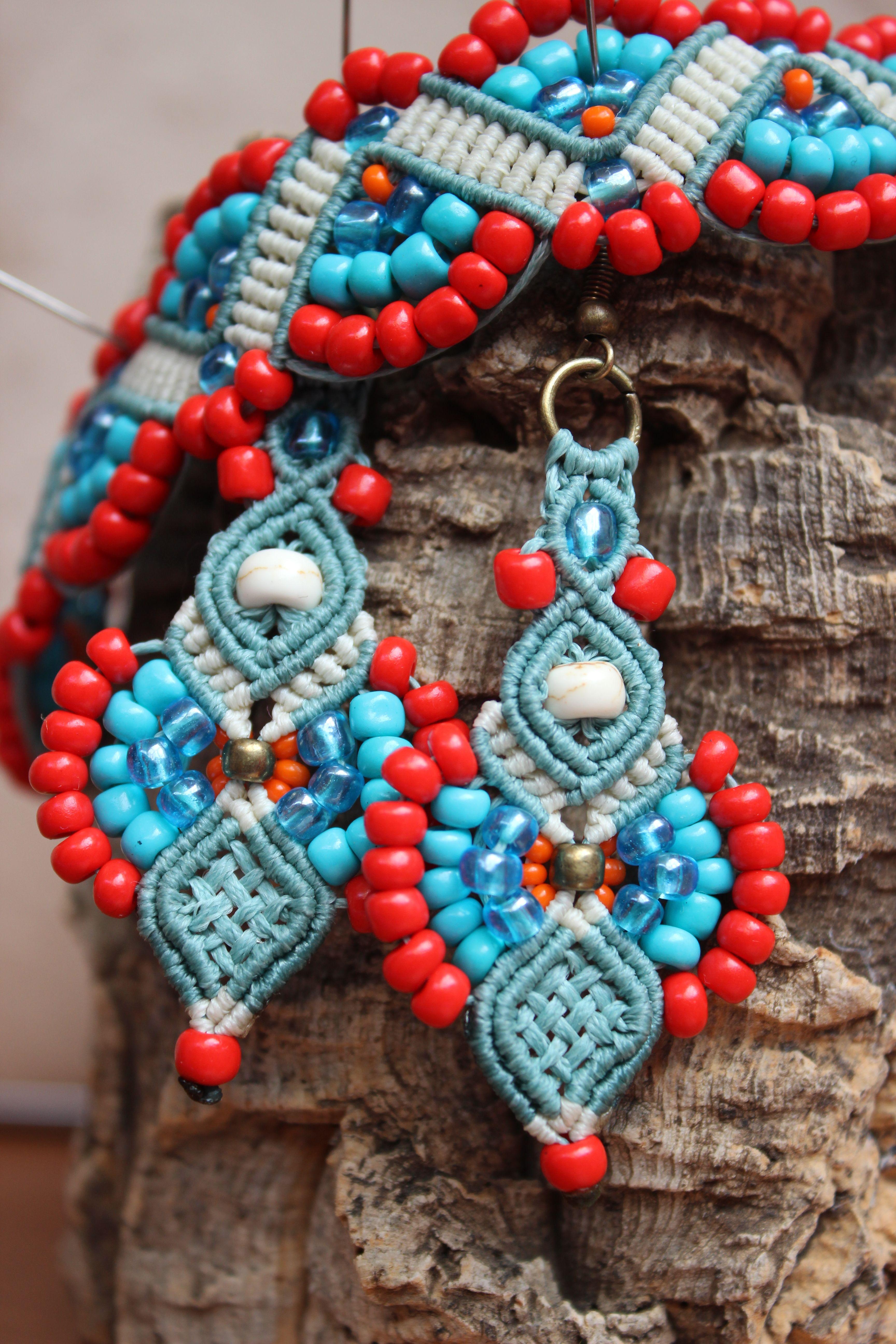 aa930245be9b Juego de Pulsera y Pendientes hecho a mano con macramé y abalorios. Macrame  earrings and bracelet set. Precio Price  €23.95