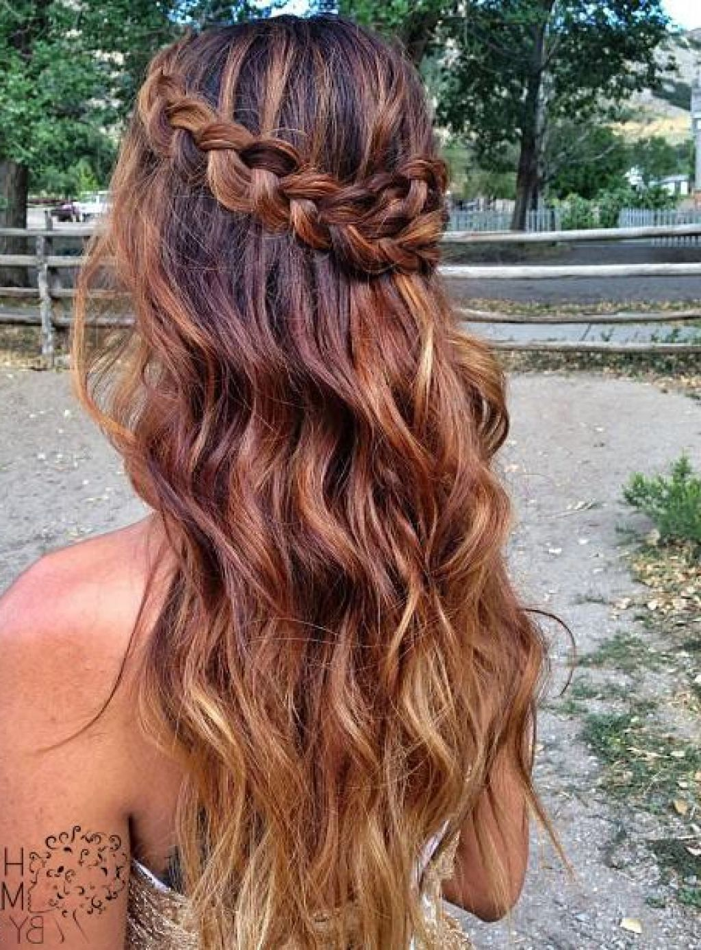 prom-hairstyles-ideas-with-wavy-hairstyle-and-braids-55bf177937f59.jpg (1024×1386)