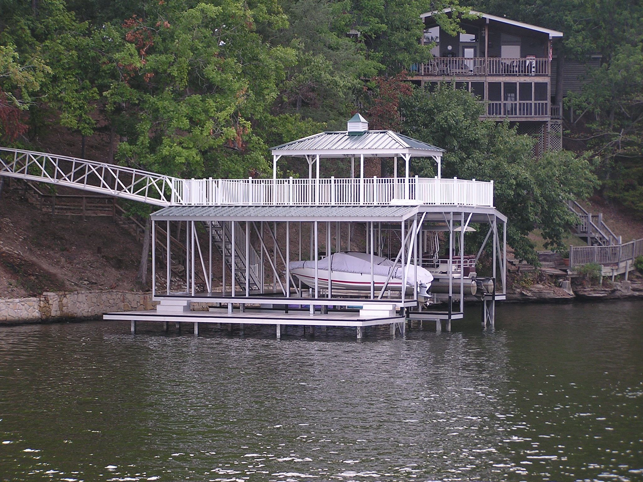 Wahoo floating aluminum double slip boat dock with step for Floating platform deck