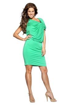 Groene jurk met schouderdetail