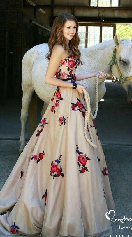 Pin von Aarti Aarethiya auf all dresses | Pinterest | Wunderschöne ...