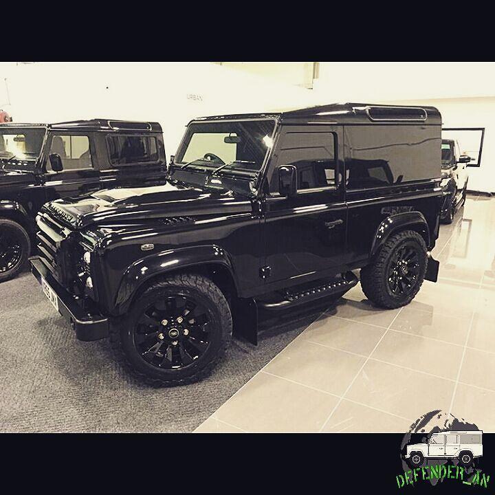 Land Rover Defender 90 Auto