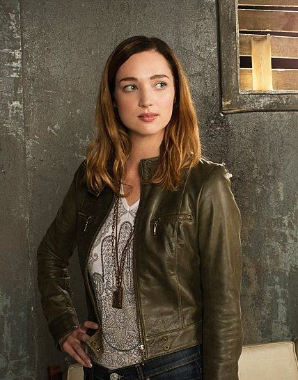 Review Of Zoo Summer Series Premiere Zoo Tv Show Cbs Zoo Zoo Tv Series