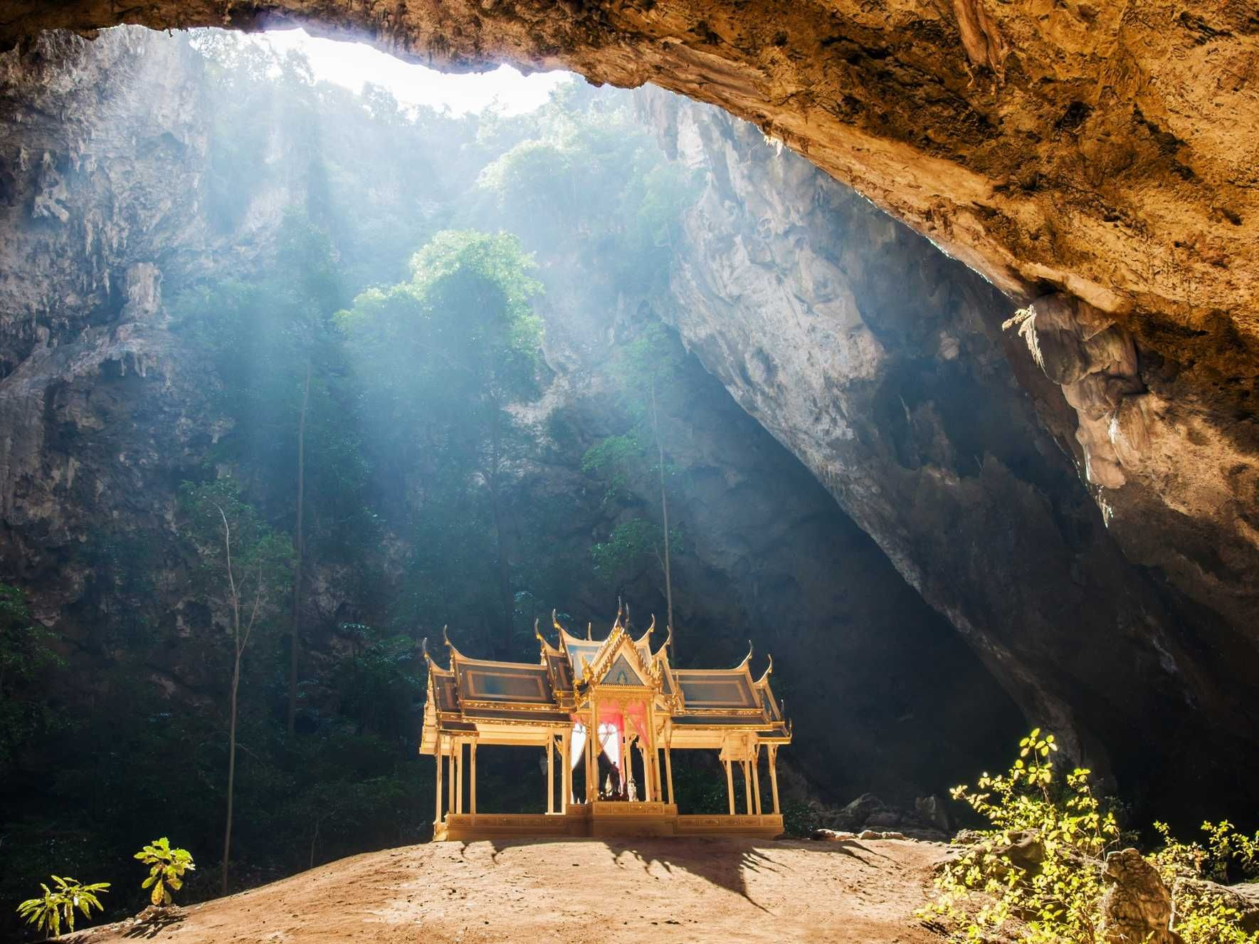 In Thailand S Phraya Nakon Cave Is A Pavilion Built By