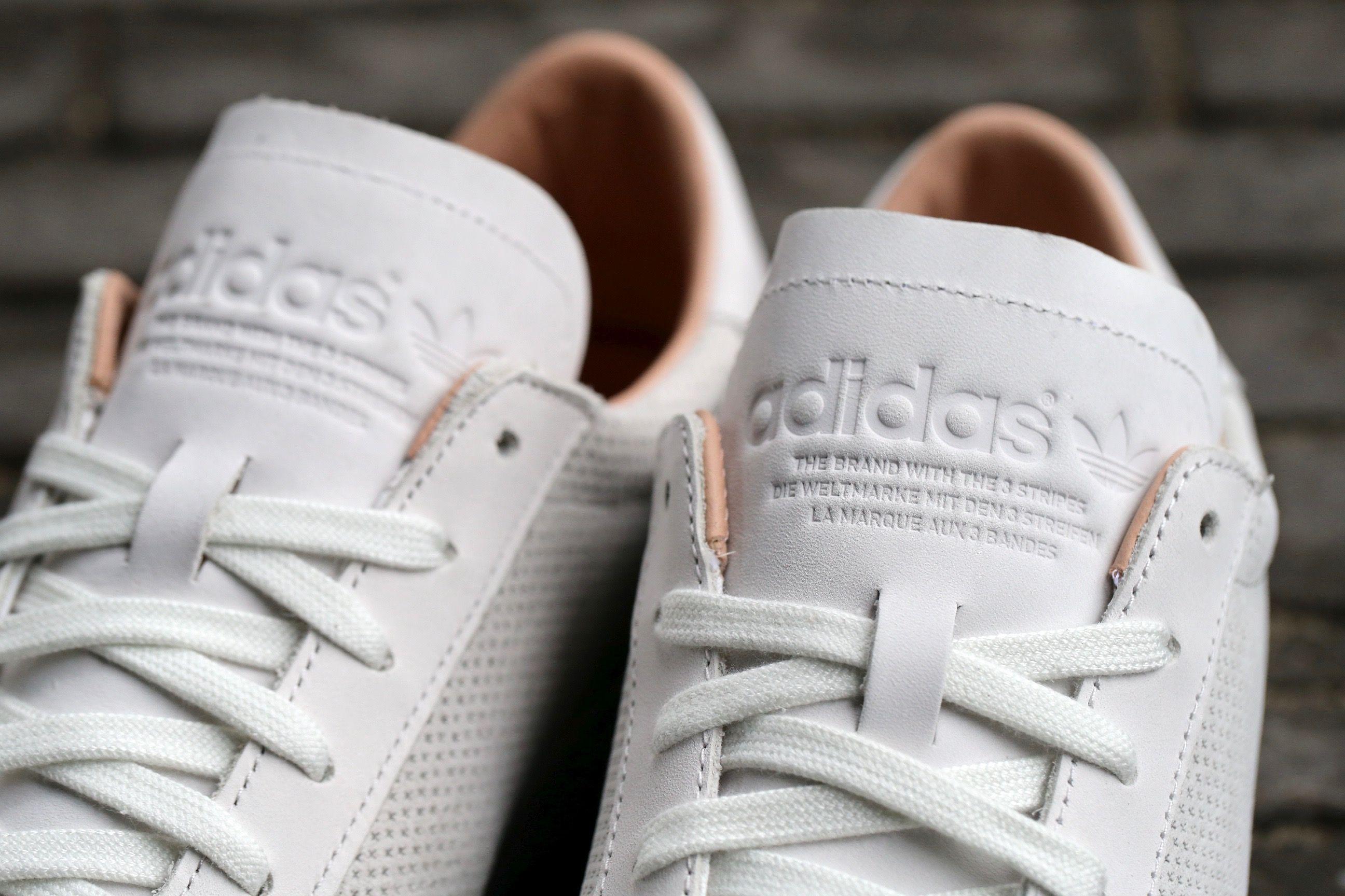 trabajo duro mi Departamento  adidas Originals Court Vantage – Vintage White / Vintage White / Dust Pearl  – STASP | White vintage, Adidas originals, White sneaker