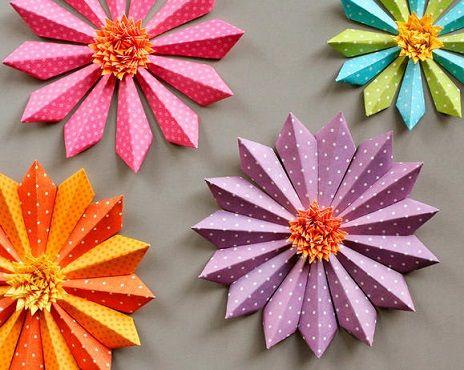 como hacer flores con triangulos de papel