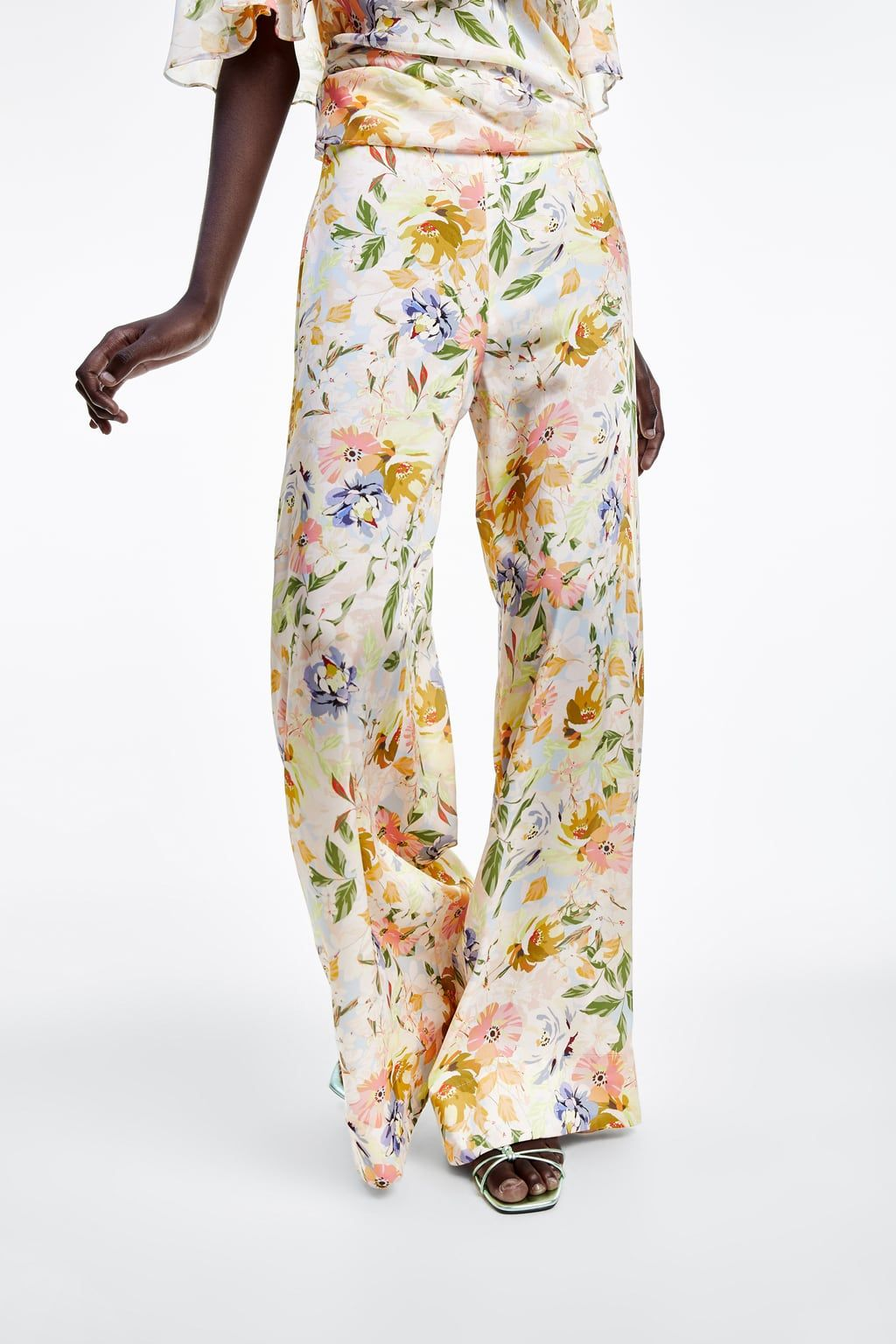 Photo of PANTALÓN ANCHO ESTAMPADO FLORAL