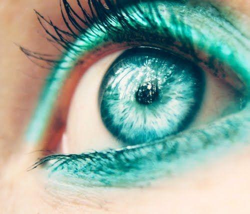 ojos color turquesa