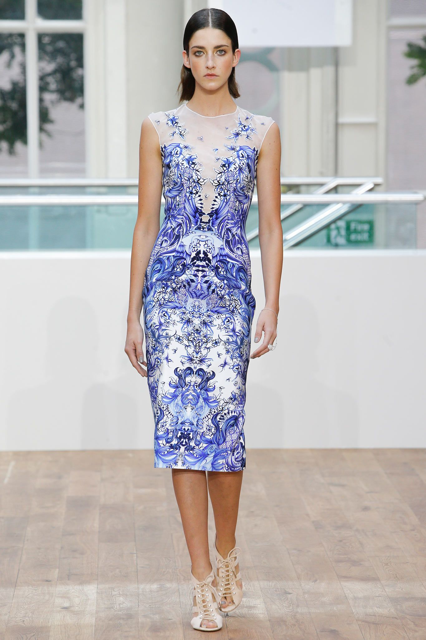 Julien Macdonald Spring 2015 RTW - this blue and white phoenix pattern is a magical place. I'd use this print on a ballet costume. Not sure I'd wear it as street fashion.