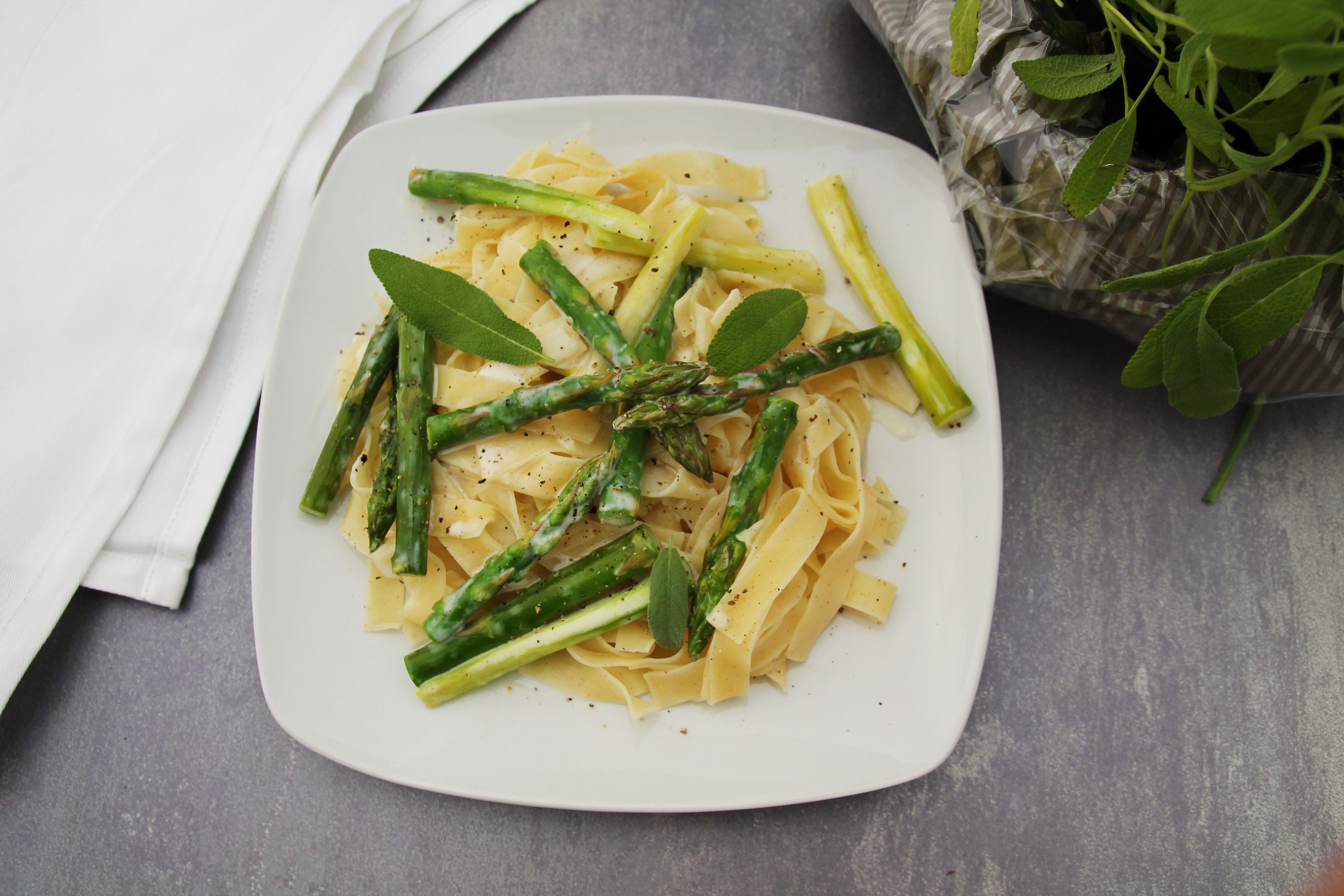 Gebratener Spargel mit Tagliatelle - C&B with Andrea