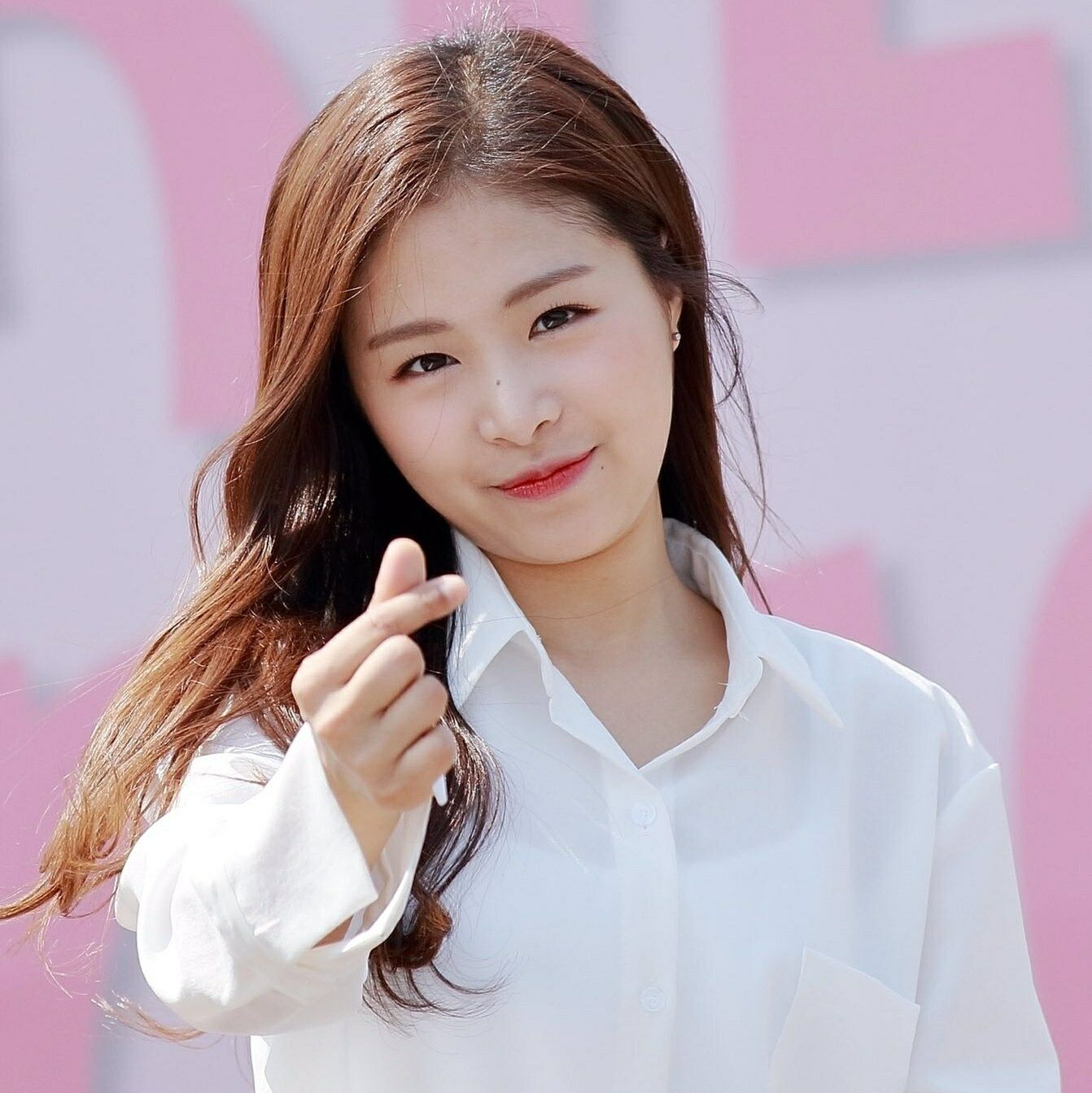 Happy 20th Birthday To The Lovely Kim Chae Won Chaewon Main Vocalist For April Korean Celebrities Korean Entertainment Happy 20th Birthday