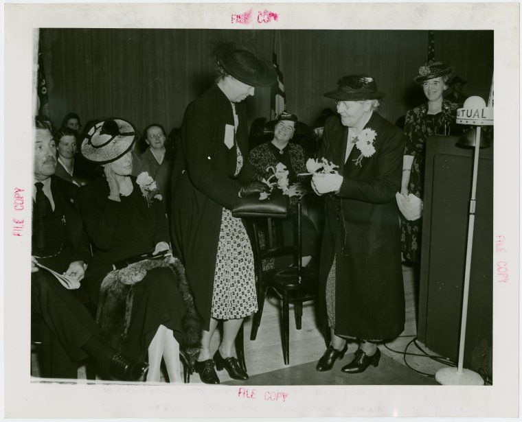 Rural Women S Day Eleanor Roosevelt Is Presented With Orchids New York World S Fair 1939 1940 Ladies Day Quirky Illustration New York Public Library